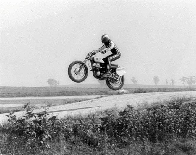 Don Emde flying his Suzuki RH67 twin pipe in 1968.
